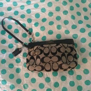 COACH BLACK AND GRAY SIGNATURE CLUTCH WRISTLET